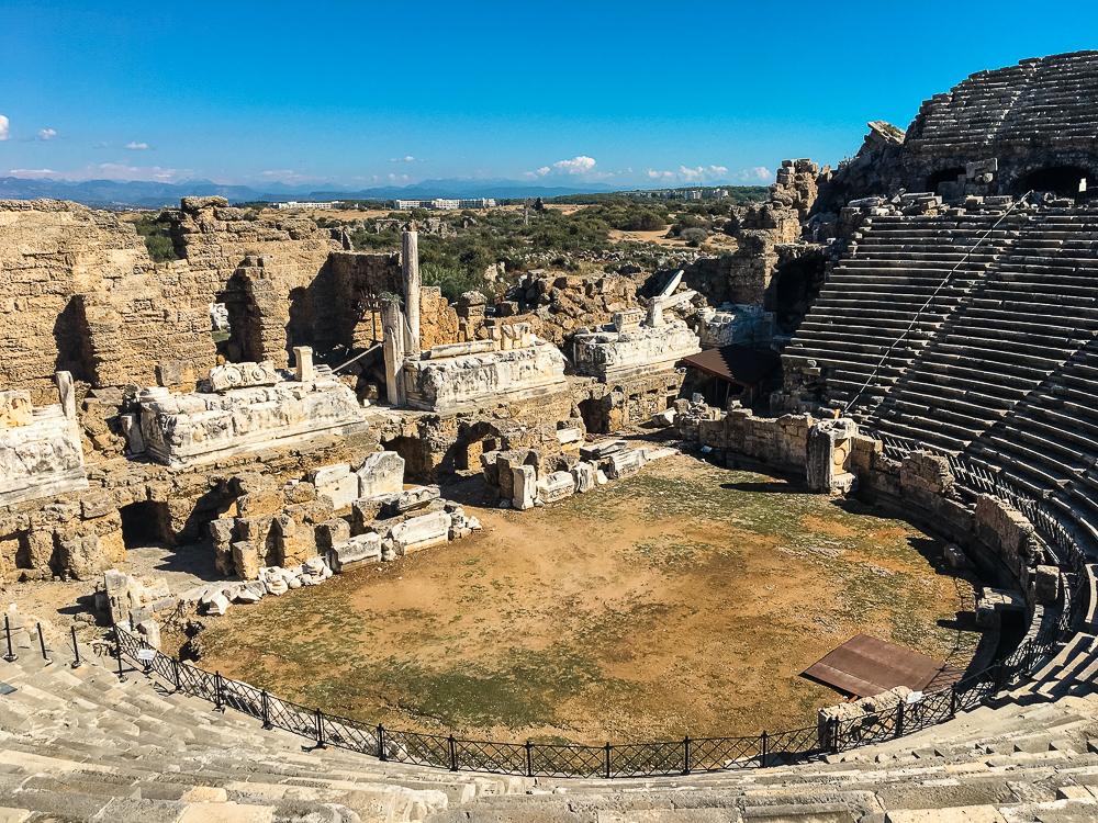Amfiteatret i Side, Amfiteatret manavgat, teateret i Side, seværdigheder i Side, Side seværdigheder, oplevelser i Side,