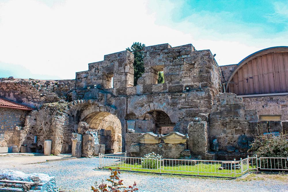 Side museum, Museet i Side, Arkælogisk museum i Side, Side arkælogisk museum, antik teater, seværdigheder i Side, oplevelser i Side
