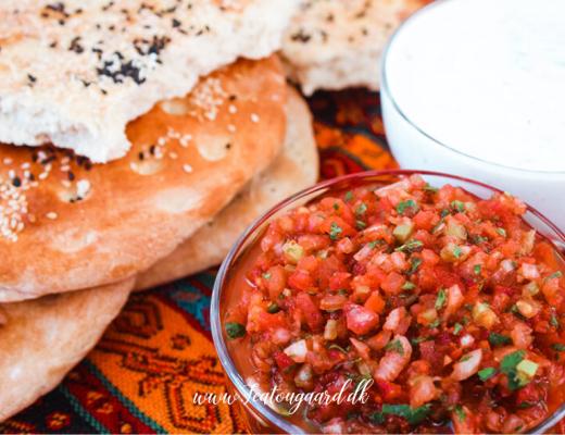 tomat dip, tomat ezme, tyrkisk tomat dip, tyrkisk tomat ezme, tyrkisk domates ezme, tyrkiske mezze retter, opskrifter på tyrkisk mad, tyrkiske opskrifter, tyrkisk mad, tyrkisk dip, tyrkiske forretter, opskrift på tyrkisk tomat salat, tomat dip til fladbrød