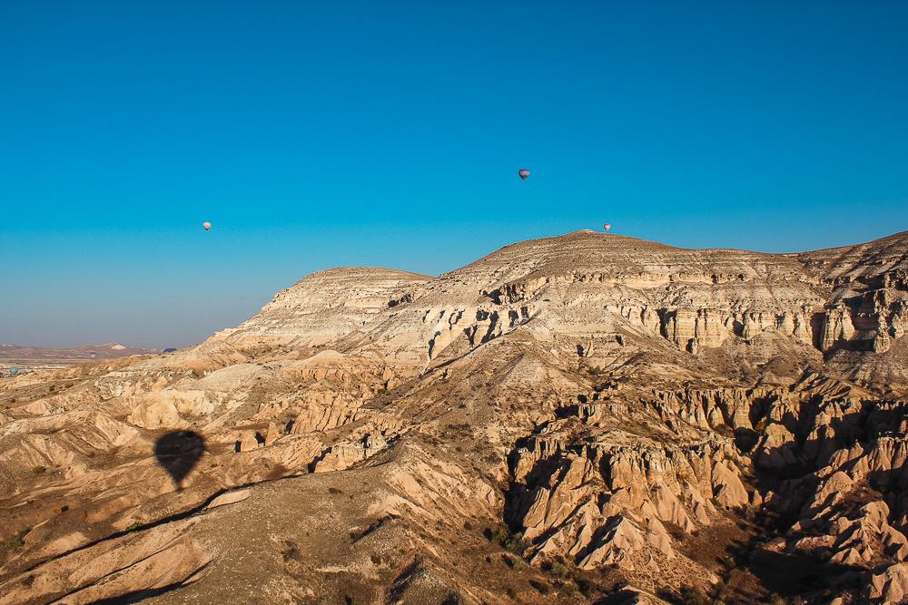 Ak dag kappadokien, the white mountain cappadocia, det hvide bjergkappadokien, landskabet kappadokien, unikke landsskab tyrkiet, flyv i luftballon