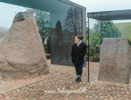 jellingestenene, gratis seværdigheder i jylland, jylland seværdigheder, stenene i jelling, jellinge sten, vikinge sten i danmark, viking punkter i Danmark, vikinger i jylland, oplevelser i jylland, gratis oplevelser i jylland, oplevelser i vejle, seværdigheder i Vejle