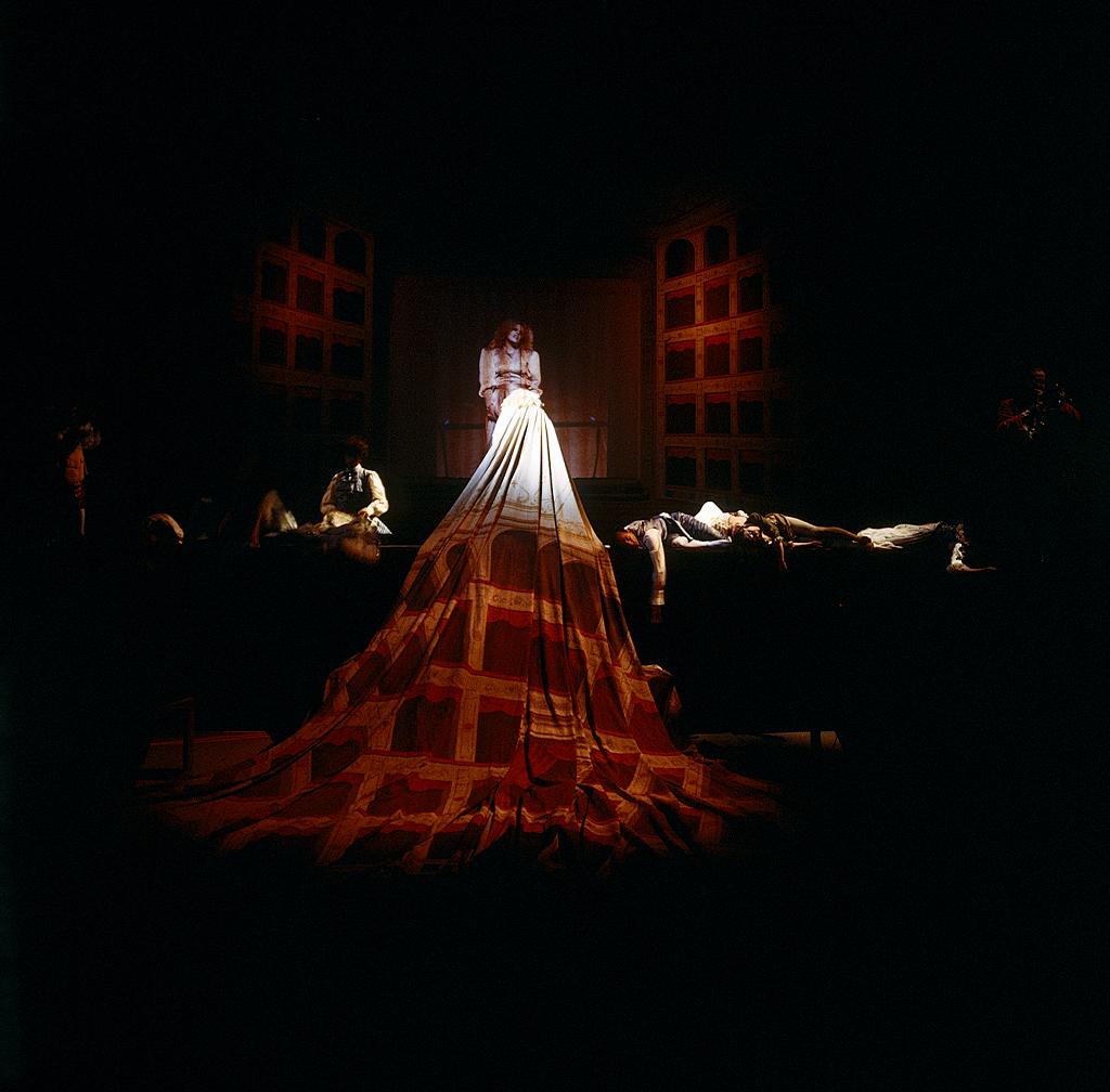 Boccascena / Comedie Italienne, di Giulio Paolini e Carlo Quartucci,  regia di Carlo Quartucci, con Carla Tatò,  Biennale di Venezia, teatro Malibran, 1984.