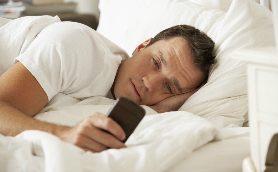 Switching off smartphone an hour before sleep can prevent sleep disorders