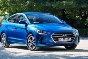Hyundai Elantra 2016 is spotted on Indian streets: Price, Specs and Features