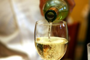 Drinking too much white wine increases skin cancer risk
