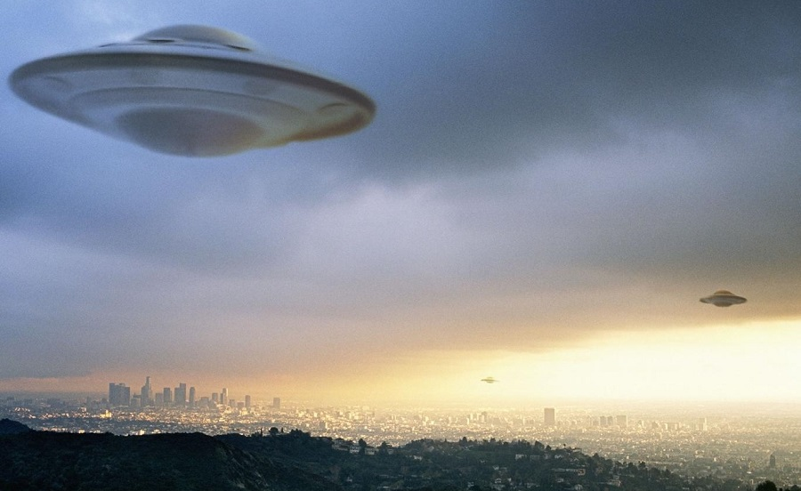 Alien on Mars? Mysterious UFO craft found floating above US navy base