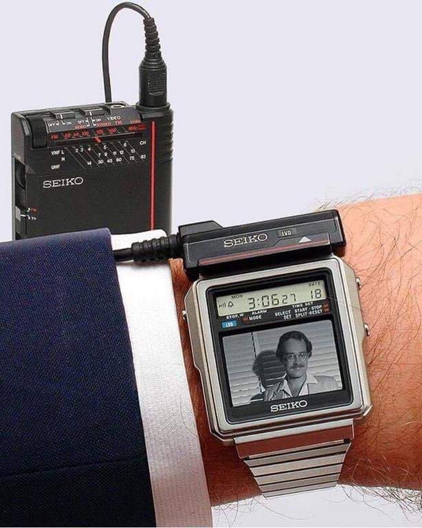 ساعة أطلقتها شركة SEICO اليابانية عام 1982 تتيح مشاهدة التلفزيون صورة نادرة