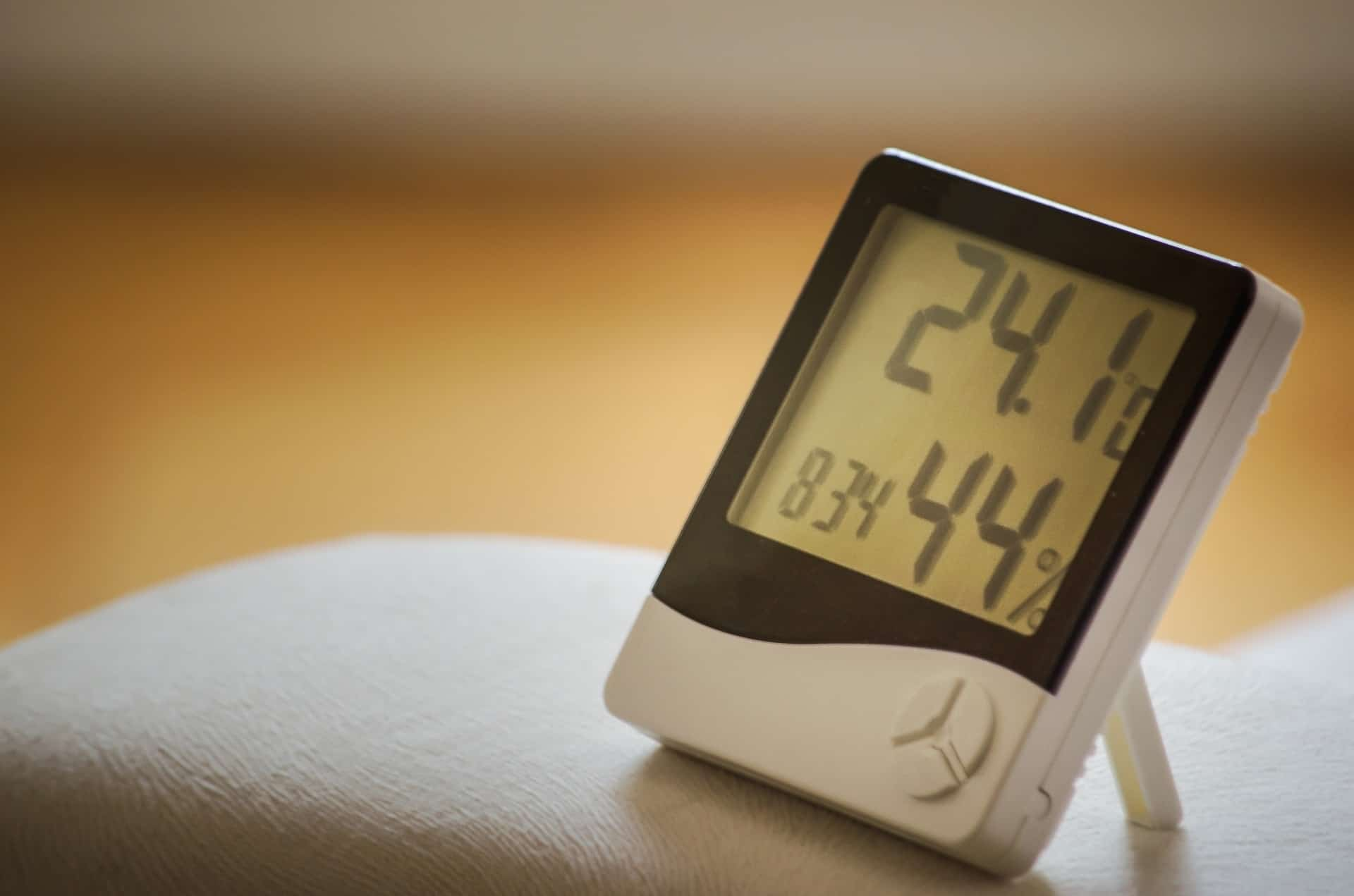 Temperature Data Loggers vs. Humidity Data Loggers: What's the Difference?