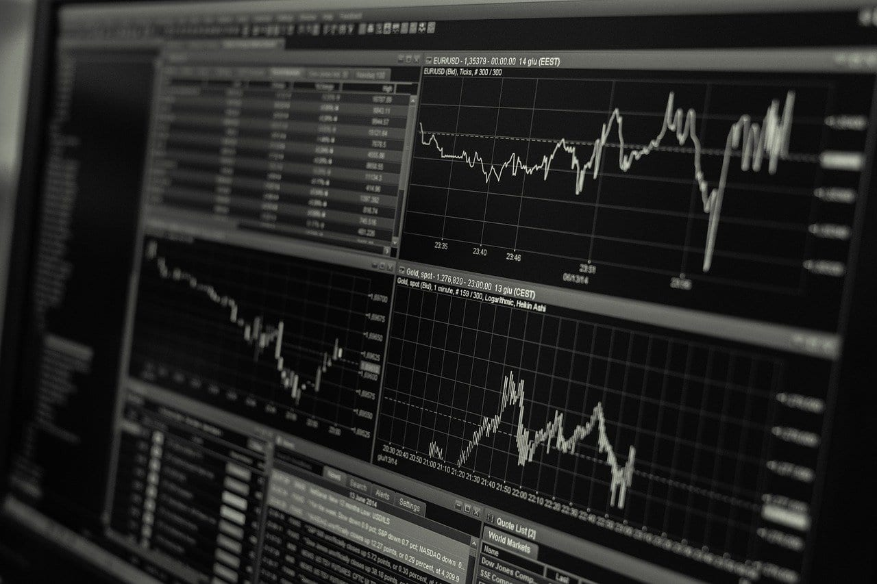 The Advantages and Disadvantages of Oil Trading