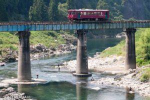 長良川鉄道と釣り人