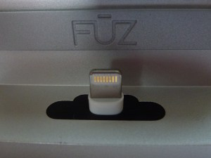 Fuz Everdock: Closeup of Lightning Cable