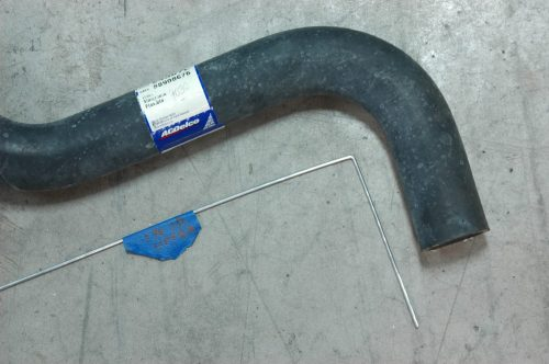 small resolution of the upper radiator hose along with its bent wire