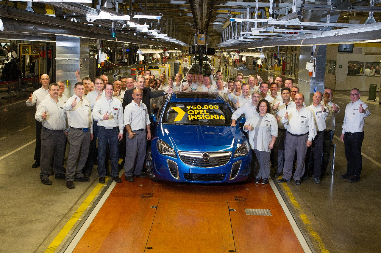 hight resolution of vauxhall insignia reaches production milestone