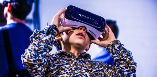 re-publica-vr-samsung-kit-360-degree-panorama-best-videos-youtube-free-cardboard-boy-using-virtual-reality