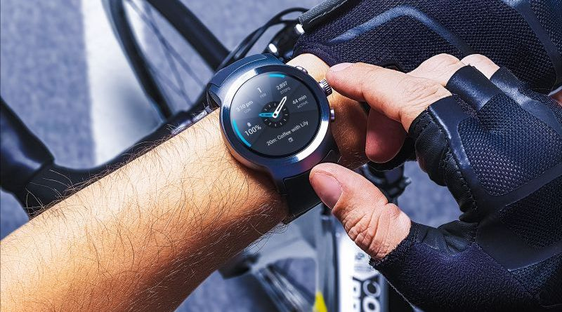 LG-WATCH-Sport-Anroid-Wear-2-Biking Crop
