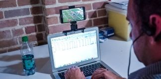 perchiT Sibme Smartphone Attached to Laptop Notebook Productivity Hack Clipped Hanging Working Watching Sports Student Journalist Gear