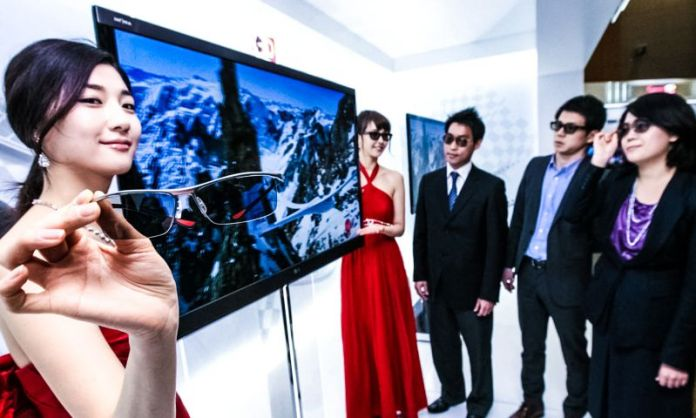 Selecting the right Smart TV Do I need a Smart TV LG Presentation 3D Glasses Display Demonstration