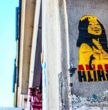 David Van Horn Urban Photography Graffiti Startup Marketing Social Media Management Guide Plan List GrowthHacking Yellow Woman On Wall Blue Sky Background Building