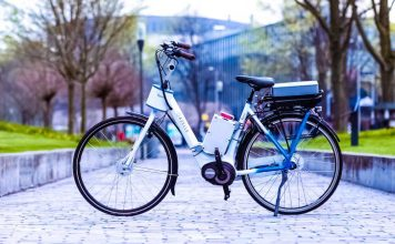 TU Delft - Smart motor in handlebars prevents bicycles from falling over video