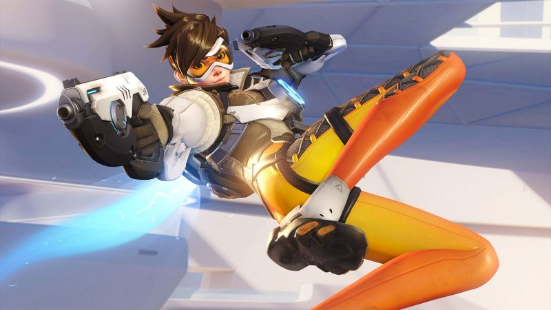 Tracer striking her now classic pose.