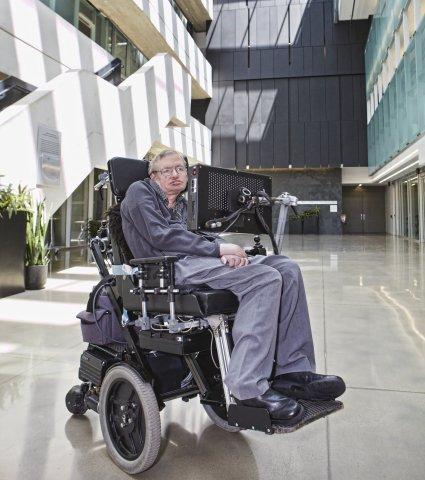 Stephen Hawking vdiq në ditën Pi, dhe në ditëlindjen e Albert Einstein (Foto/Video)