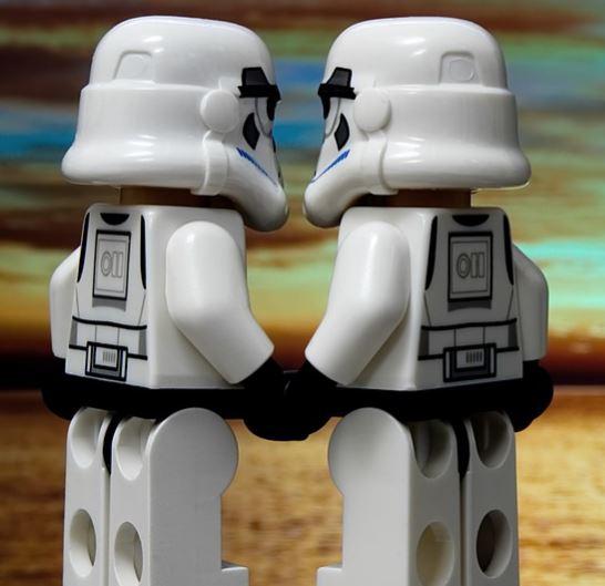 La amistad virtual no debe obstruir la amistad real