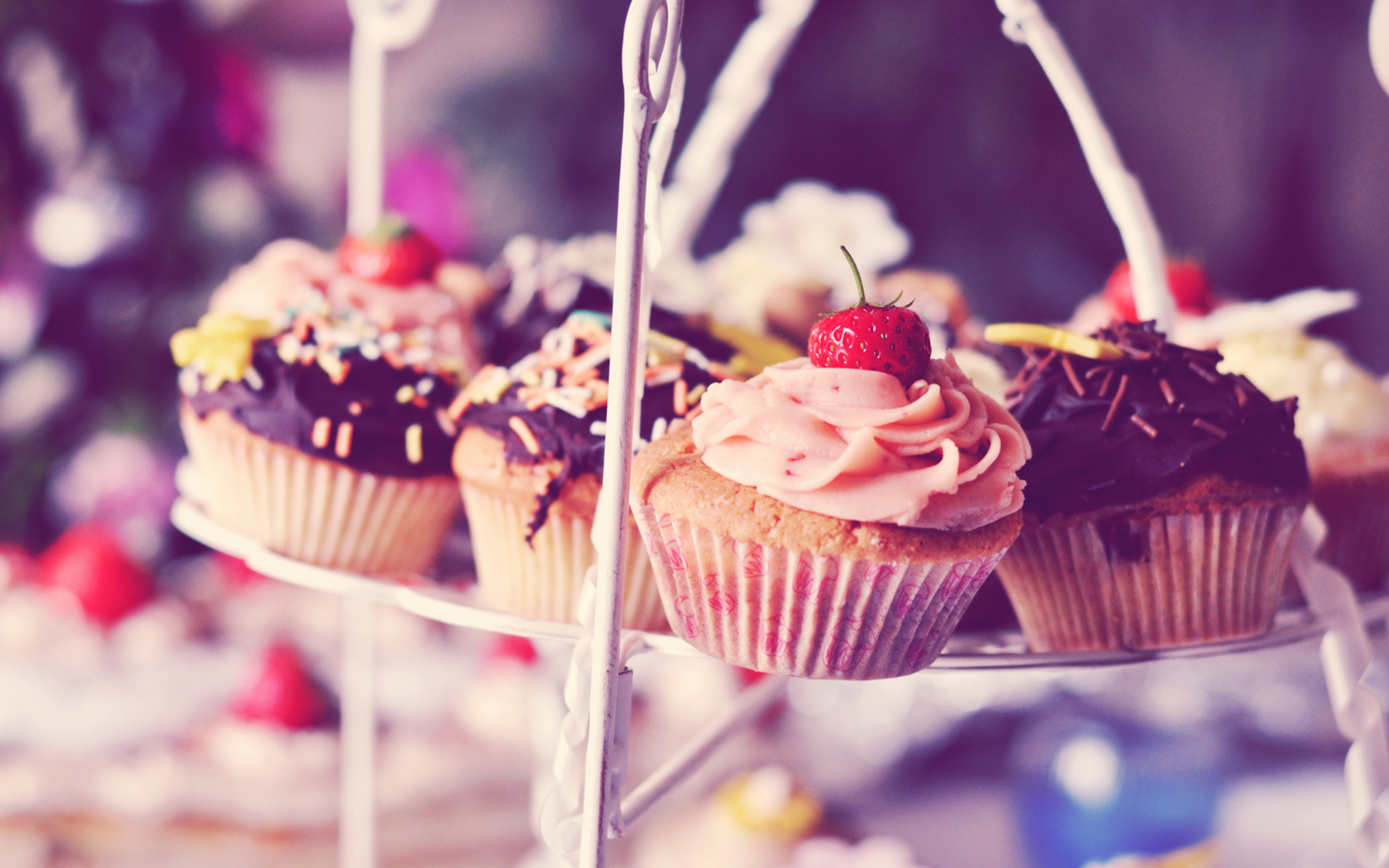 download hd love cupcake wallpapers for your desktop, iphone and android