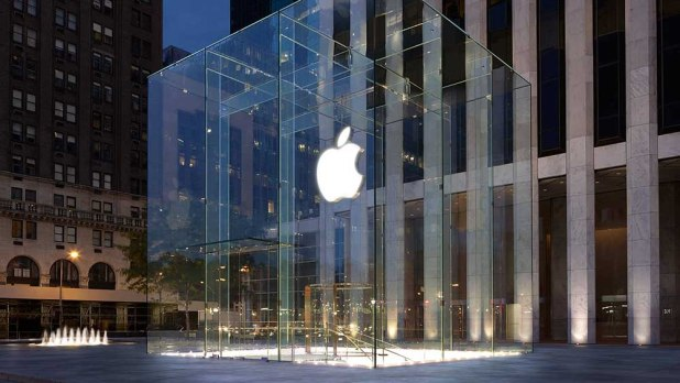 Apple's UK flagship store gets raided by 10 robbers