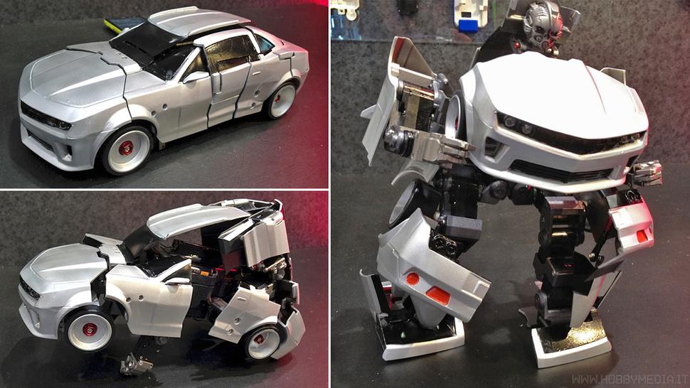Self-transforming Transformer Robot by Takara Tomy
