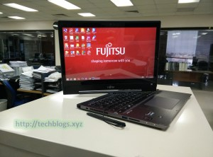 Fujitsu_Lifebook_T904_2in1_in_Office