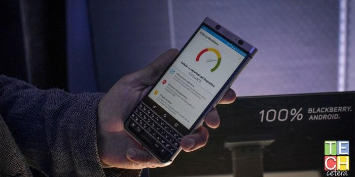 ¿Cómo es usar un teclado físico en 2018? La Blackberry KeyOne
