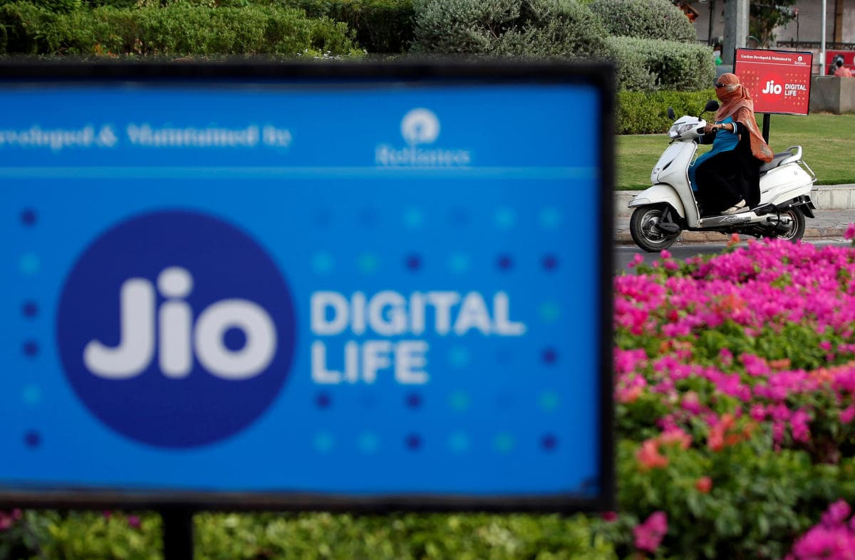 Reliance Giving Free Jio Prime Membership for a Year