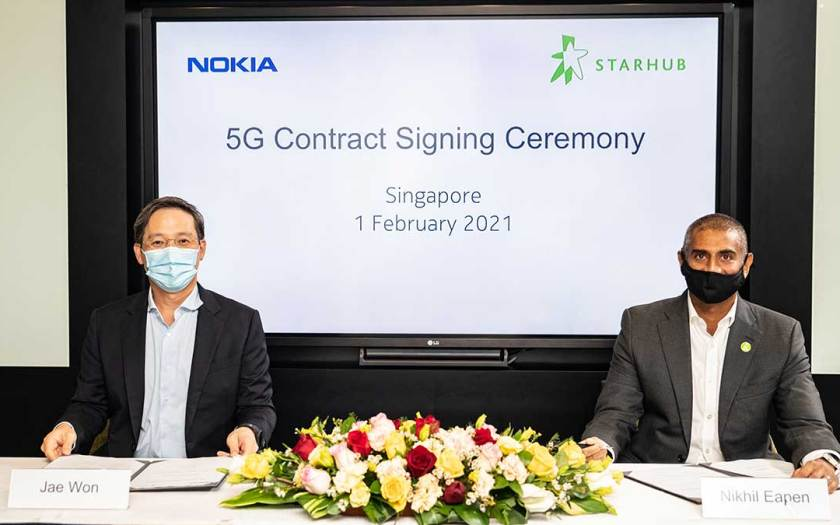 Nokia and StarHub 5G contract signing ceremony held on Monday, 1st February 2021. Jae Won, Senior Vice President, Mobile Networks for Asia Pacific, Nokia (left) and Nikhil Eapen, Chief Executive, StarHub (right)