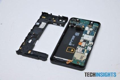 BlackBerry Z10 Teardown (2)