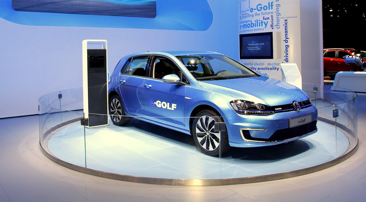 electric motor manufacturer volkswagen e golf club car cart turn signal wiring diagram s 2019 said to get 300 miles on a 15 minute this year paris show will host the unveiling of first all according an interview with company chairman herbert diess