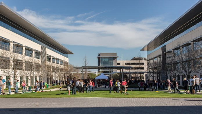 Apple build new campus in Austin and jobs in us outside Austin campus 12132018 big.jpg.large 2x - Apple plans major US expansion, including a new $1 billion campus in Austin
