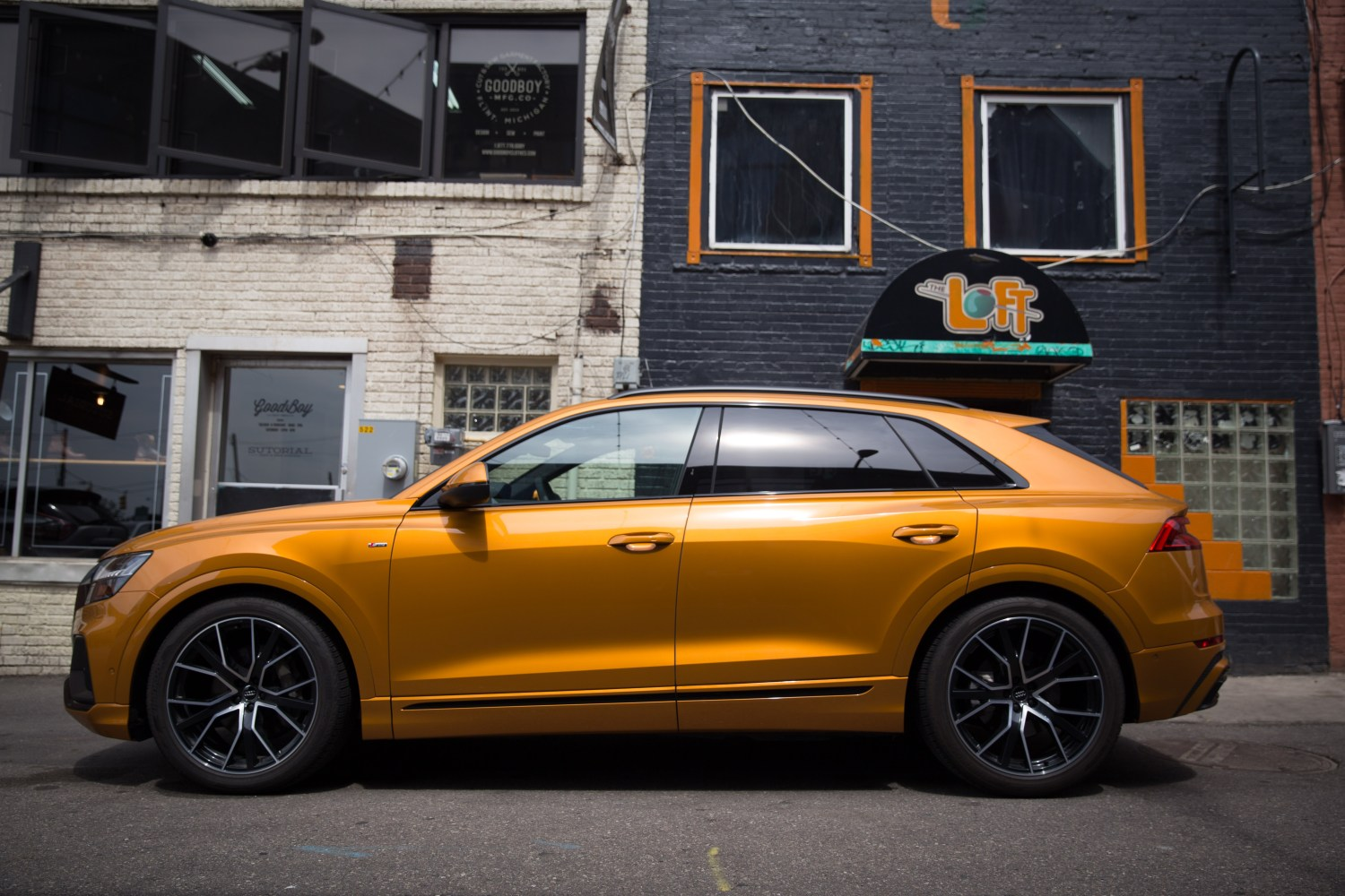 hight resolution of audi q8 0276