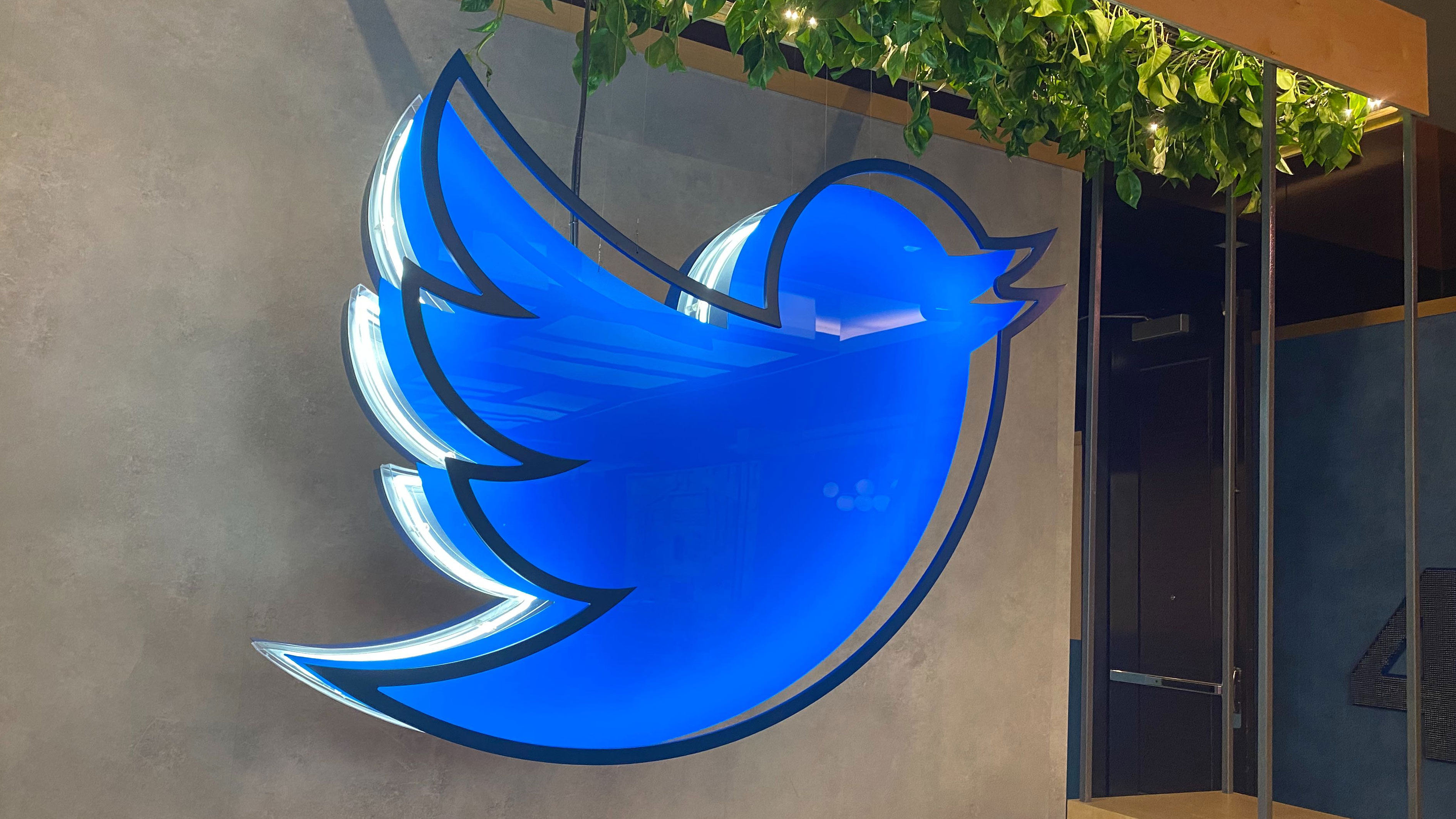Twitter says staff can continue working from home permanently – TechCrunch