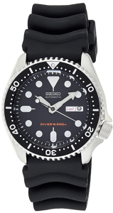 Seiko SKXOO7K Analogue Watch With a Rubber Strap
