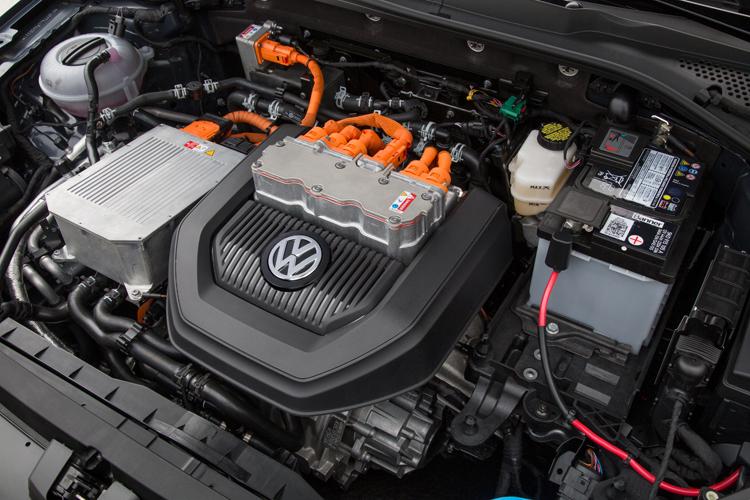 2015-Volkswagen-e-Golf-Motor