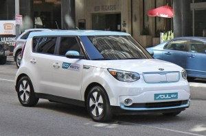 http-s1.cdn_.autoevolution.com-images-news-gallery-spyshots-2015-kia-soul-ev-caught-undisguised-during-shoot_2-1050x697