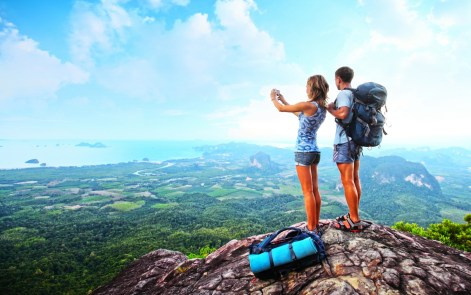 Backpackers-and-Travellers-Taking-Pictures-of-Mountains