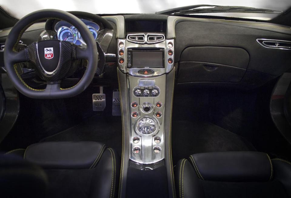 2015-GTA-Spano-interior