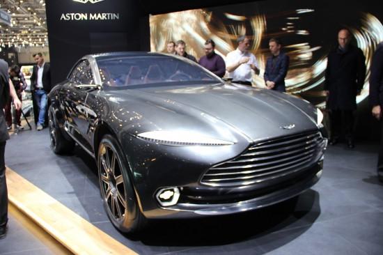 Aston-Martin-DBX-02-live-550x366