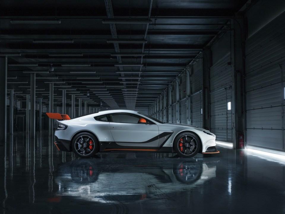 Aston-Martin-Vantage-GT3-special-edition-side