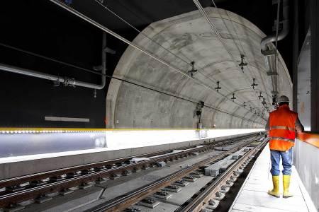 Engineering in big underground tunnel