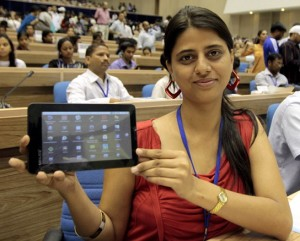 aakash-tablet-lady