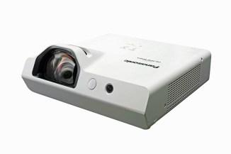 Panasonic rinnova la gamma di proiettori portatili short-throw