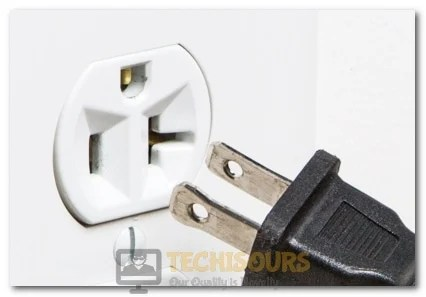 Removing the Plug from the socket to fix a network cable is not properly plugged in or maybe broken error