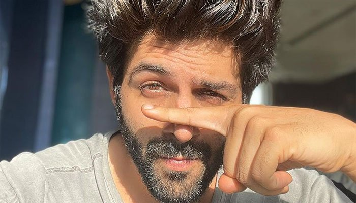Kartik Aaryan resumes shooting after five months, shares a photo announcing the same
